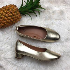 NWOT H&M heels closed toe gold shoes